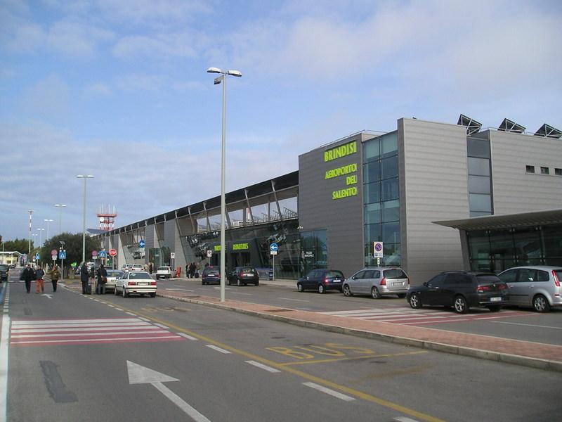 brindisi airport vervoer vliegveld naar centrum bus. Black Bedroom Furniture Sets. Home Design Ideas