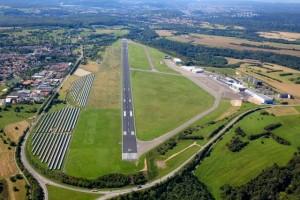 Vliegveld Saarbrücken start- en landingsbaan